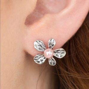 Jewelry - Flower Studs